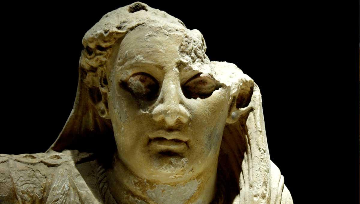 Urna etrusca in alabastro - particolare