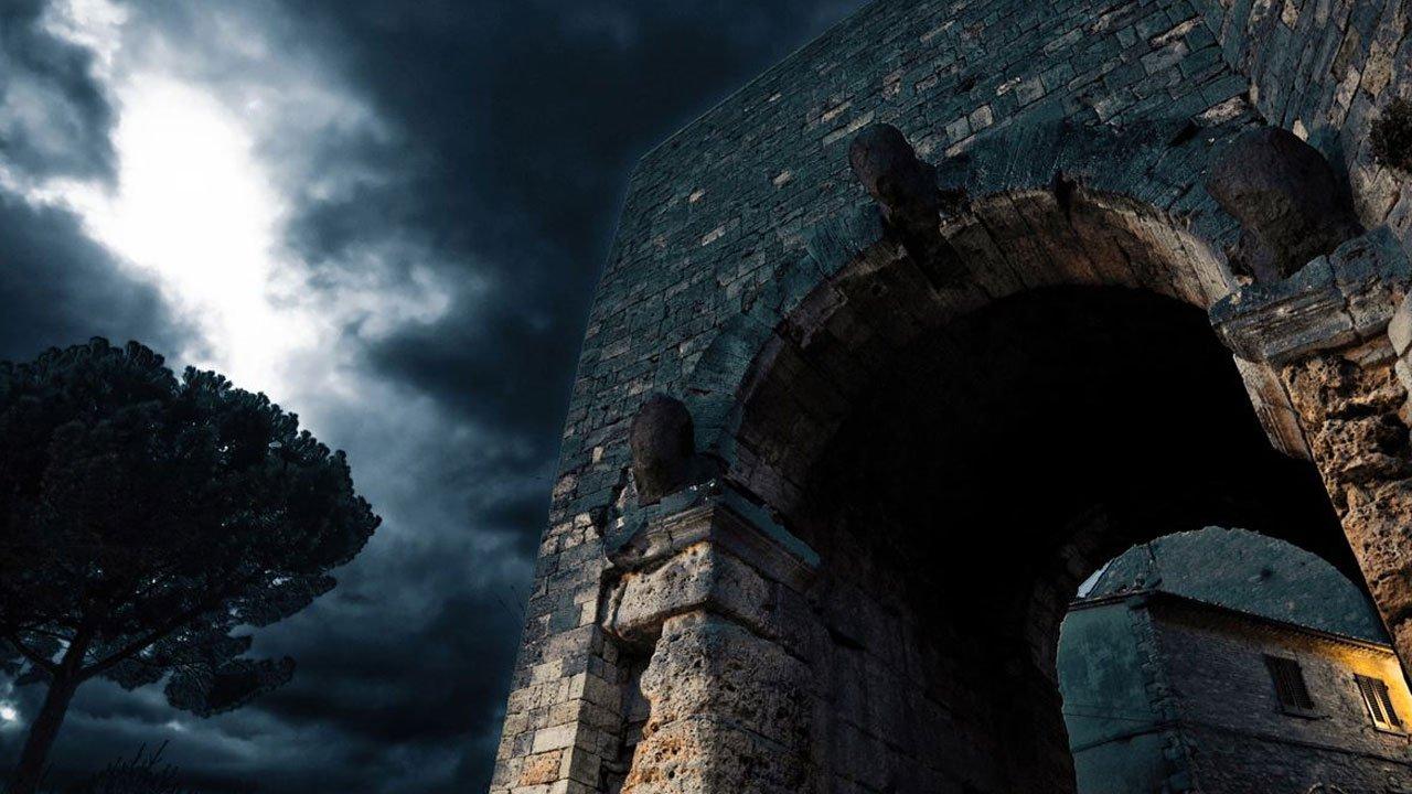 Volterra e New Moon: visita ludica di Volterra