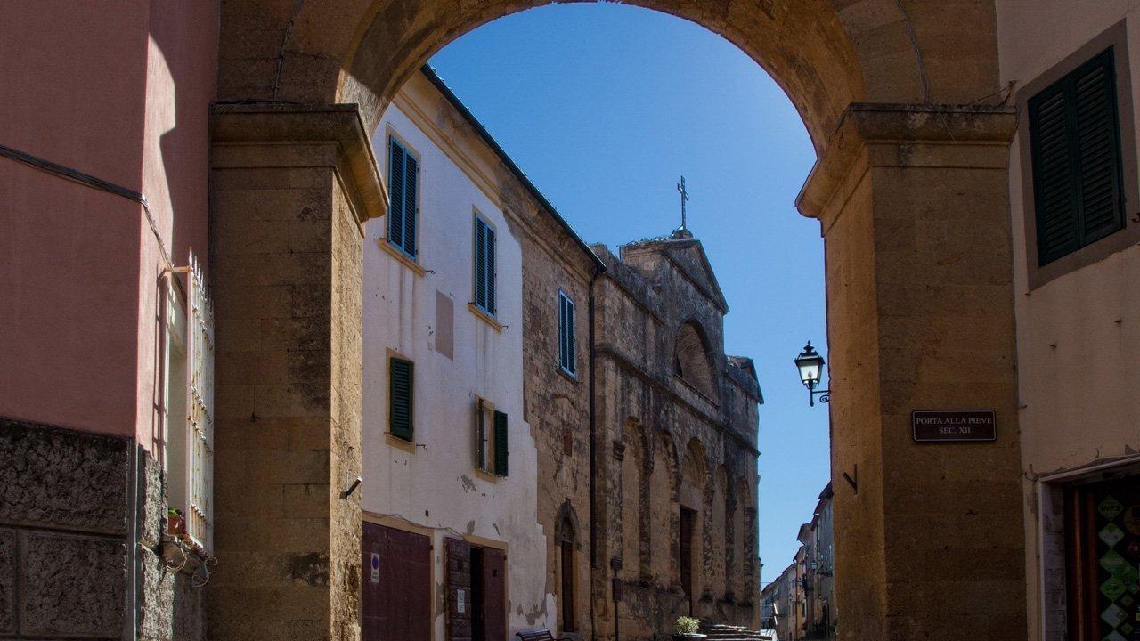 pomarance-galleria-porta_alla_pieve