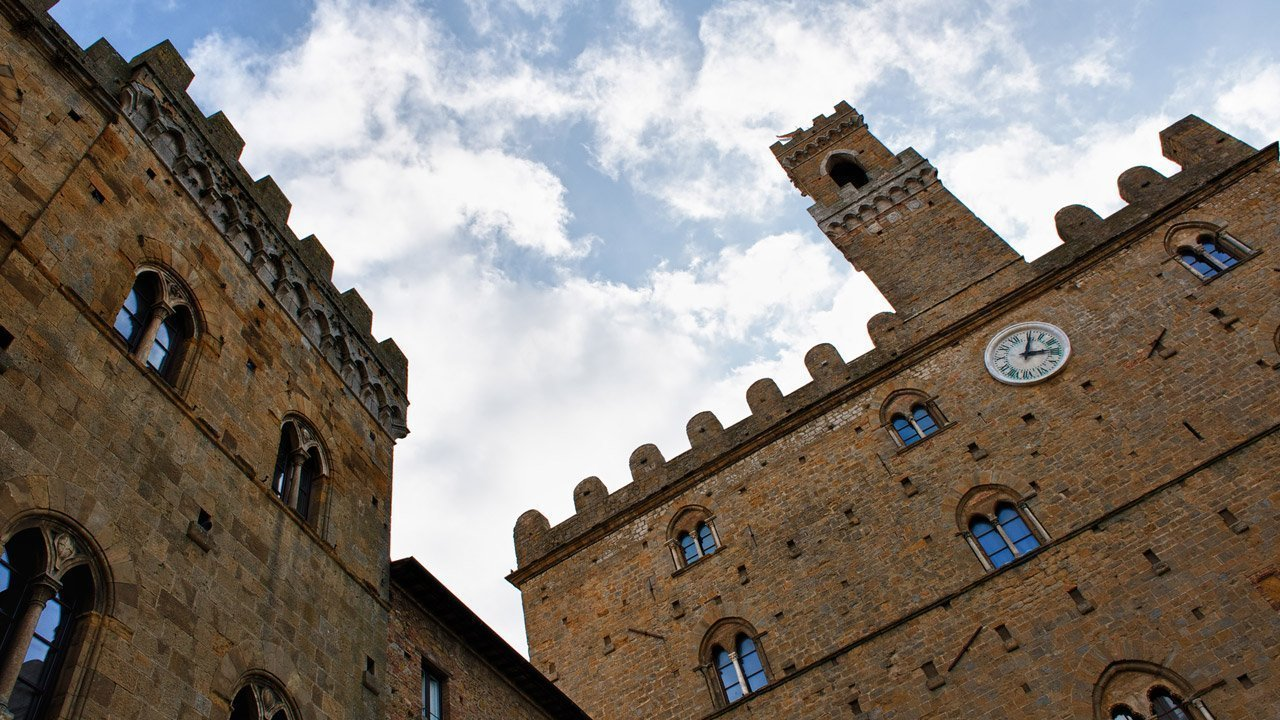 volterra-galleria-1-piazza_priori