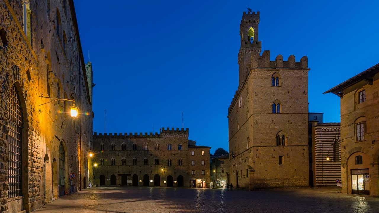 volterra-galleria-5-piazza_priori